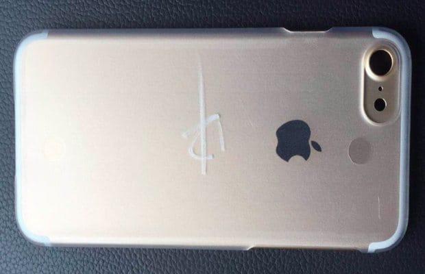 iPhone 7 latest leaks: 3.5mm jack, larger camera, Space Black color option