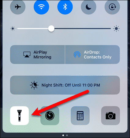 Turn on the flashlight on iOS 10